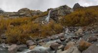 Алибекский водопад осенью